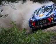 Neuville closes on Rally Australia win