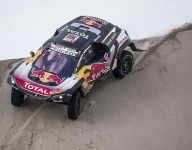 Sainz bolsters Dakar lead