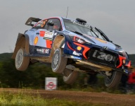 Neuville closes gap to Ogier in Italy