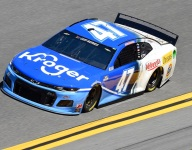 Stenhouse ends one Hendrick streak, continues another with Daytona 500 pole