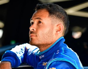 Larson can keep racing on dirt - Hendrick
