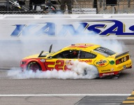 Logano fends off Harvick for Kansas win, punches ticket to Championship 4