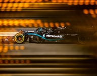 Hamilton lights up Bahrain GP qualifying