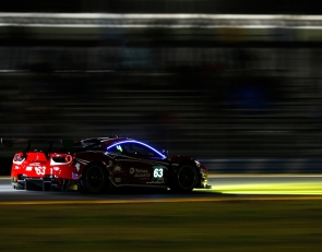 Magnussen, Tandy, Gomes lead Roar night practice