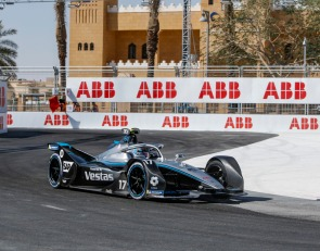 Nyck de Vries claims Formula E Saudi Race 1 pole