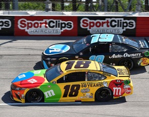 Kyle Busch rebounds from early spin to finish third at Darlington