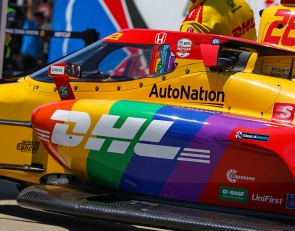 Hunter-Reay shows off Pride livery in Detroit