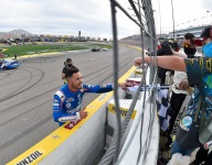Larson extends Hendrick contract