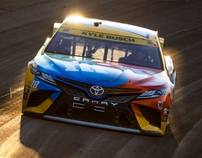 Kyle Busch maximizes night in Vegas with third-place finish