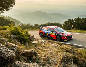 Neuville leads WRC Rally Spain day one as Evans edges Ogier in title scrap